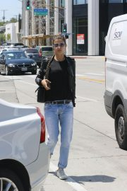 Elisabetta Canalis Stills in Jeans and Leather Jacket Out in West Hollywood 2018/04/26 6