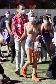 G-Easy and Halsey Stills in Bikini Top at 2018 Coachella Valley Music and Arts Festival 2018/04/15 1