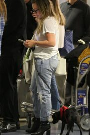 Hilary Duff with Her Dog Stills at LAX Airport in Los Angeles 2018/04/12 1