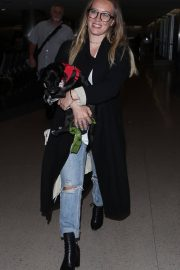 Hilary Duff with Her Dog Stills at LAX Airport in Los Angeles 2018/04/12 3