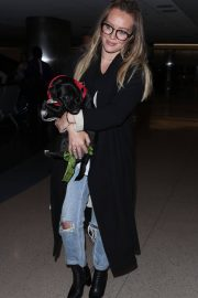 Hilary Duff with Her Dog Stills at LAX Airport in Los Angeles 2018/04/12 4