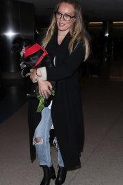 Hilary Duff with Her Dog Stills at LAX Airport in Los Angeles 2018/04/12 5