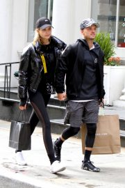 Josephine Skriver and Alexander Deleon Stills Out Shopping in New York 2018/04/06 1