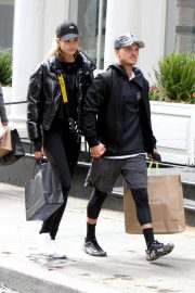 Josephine Skriver and Alexander Deleon Stills Out Shopping in New York 2018/04/06 3
