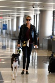 Kate Upton and Her Dog Stills at LAX Airport in Los Angeles 2018/04/22 1