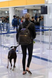 Kate Upton and Her Dog Stills at LAX Airport in Los Angeles 2018/04/22 2