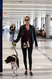 Kate Upton and Her Dog Stills at LAX Airport in Los Angeles 2018/04/22 3