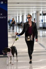 Kate Upton and Her Dog Stills at LAX Airport in Los Angeles 2018/04/22 6