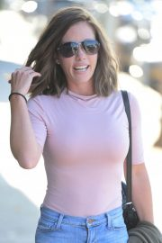 Kendra Wilkinson with New Brunette Hairdo Stills Out in West Hollywood 2018/04/26 2