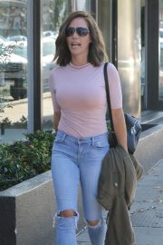 Kendra Wilkinson with New Brunette Hairdo Stills Out in West Hollywood 2018/04/26 12