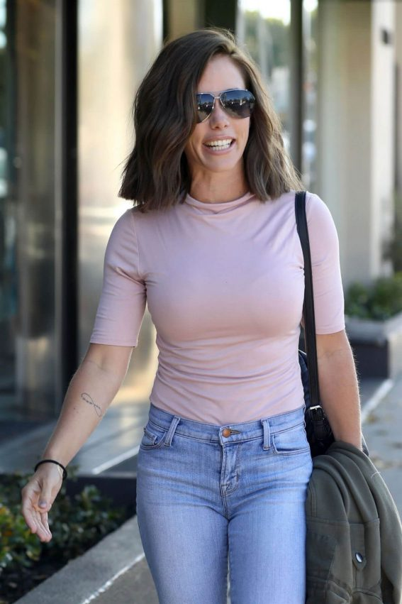 Kendra Wilkinson with New Brunette Hairdo Stills Out in West Hollywood 2018/04/26 18