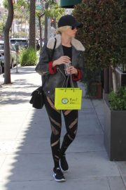 Kimberly Stewart Stills Out Shopping in Beverly Hills 2018/04/21 3