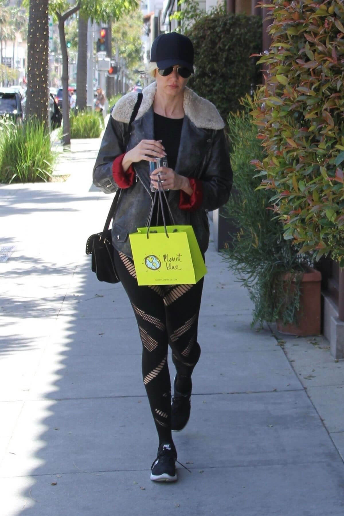 Kimberly Stewart Stills Out Shopping in Beverly Hills 2018/04/21 8