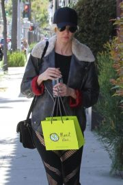 Kimberly Stewart Stills Out Shopping in Beverly Hills 2018/04/21 9