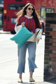 Lacey Turner Stills Out Shopping at Poundland in London 2018/04/26 3