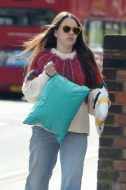 Lacey Turner Stills Out Shopping at Poundland in London 2018/04/26 4