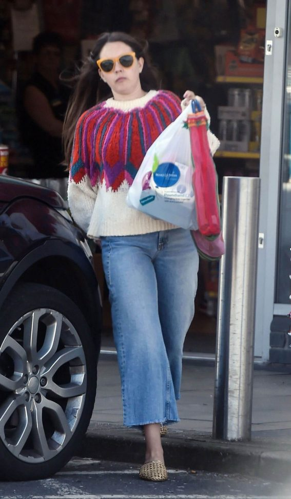 Lacey Turner Stills Out Shopping at Poundland in London 2018/04/26 8