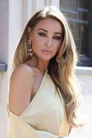 Lauren Pope Stills at The Cast of TOWIE Filming a 20's Themed Event in London 2018/04/05 5