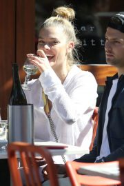Nina Agdal Stills Out for Lunch in New York 2018/04/26 4