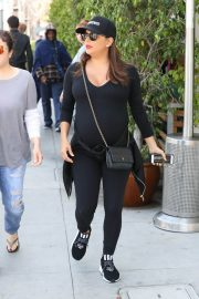 Pregnant Eva Longoria Stills Out for Lunch in Beverly Hills 2018/04/24 15