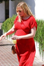 Pregnant Kirsten Dunst Stills Out for Lunch in Burbank 2018/04/24 5