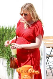 Pregnant Kirsten Dunst Stills Out for Lunch in Burbank 2018/04/24 10