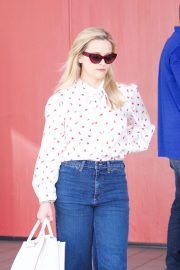 Reese Witherspoon Stills Heading to a Business Meeting in Los Angeles 2018/04/23 6