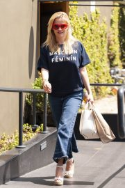 Reese Witherspoon Stills Leaves R+D Restaurant in Santa Monica 2018/04/23 10