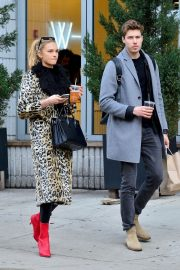 Romee Strijd and Laurens Van Leeuwen Stills Out for Lunch at Sweetgreen in New York 2018/04/02 1