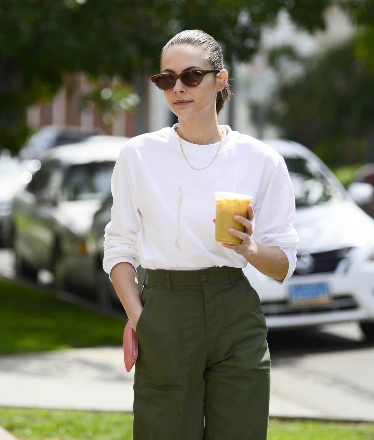 Willa Holland Stills Out for a Coffee with Her Dog in Los Angeles 2018/04/06 4