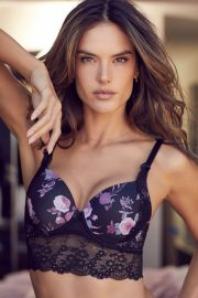 Alessandra Ambrosio Poses for Lascana's Spring/Summer 2018 Collection Photos 1