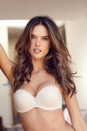 Alessandra Ambrosio Poses for Lascana's Spring/Summer 2018 Collection Photos 9