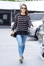 Alessandra Ambrosio Stills Heading to a Sports Medical Appointment in Los Angeles 2018/05/23 14
