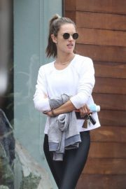 Alessandra Ambrosio Stills Out and About in Malibu 2018/05/20 16