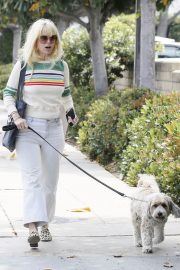 Alice Eve Out with Her Dog in Los Angeles 2018/05/29 5