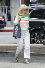 Alice Eve Out with Her Dog in Los Angeles 2018/05/29 8