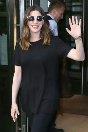 Anne Hathaway Out in New York 2018/05/24 1