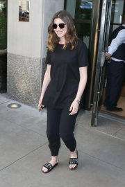 Anne Hathaway Out in New York 2018/05/24 2