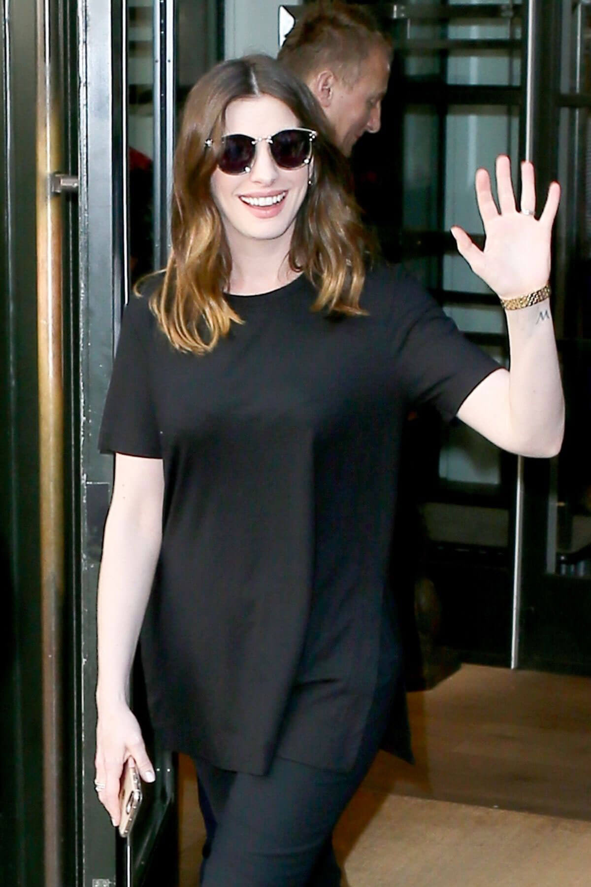 Anne Hathaway Out in New York 2018/05/24 7