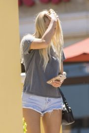Ava Sambora Stills Out and About in Calabasas 2018/05/10 8