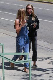 Baskin Champion and Abby Champion Stills Out for Lunch in Brentwood 2018/04/25 7