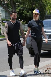 Behati Prinsloo and Adam Levine Out and About in Los Angeles 2018/05/27 15