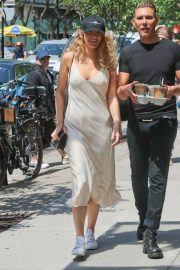 Blake Lively Stills Out in New York 2018/05/08 2