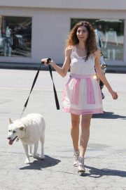 Blanca Blanco Stills Out with Her Dog in Malibu 2018/05/09 16