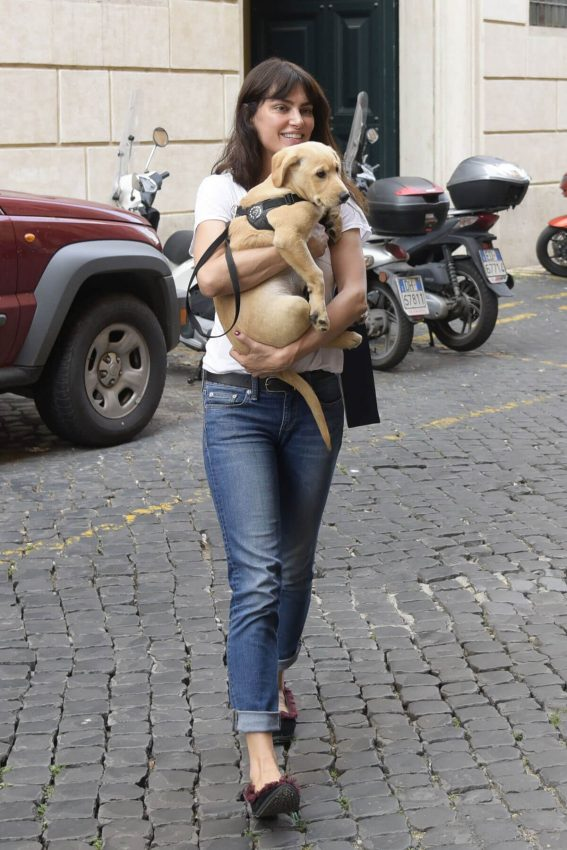 Catrinel Menghia Out with Her Dog in Rome 2018/05/28 2