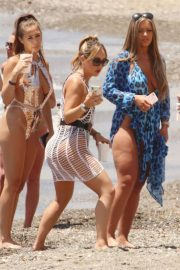 Chloe Goodman and Lauryn Goodman, Gabby Allen and Tyne-Lexy Clarson at a Beach in Marbella 2018/05/26 1