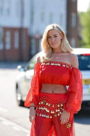 Chloe Meadows Stills on the Set of TOWIE in Brentwood 2018/05/03 5
