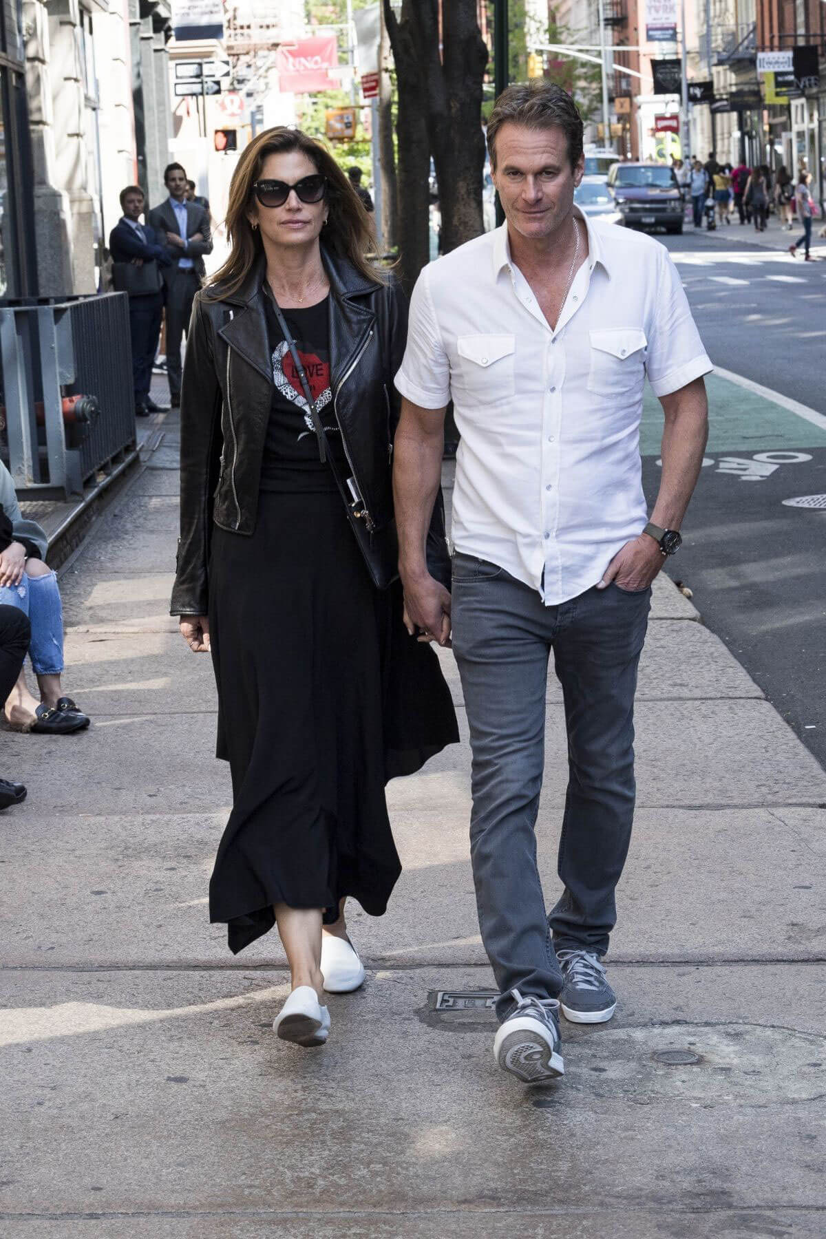 Cindy Crawford and Rande Gerber Stills Leaves Their Hotel in New York 2018/ 05/09 1