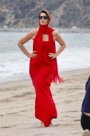 Cindy Crawford on the Set of a Photoshoot at a Beach in Malibu 2018/05/24 1