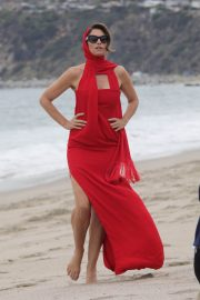 Cindy Crawford on the Set of a Photoshoot at a Beach in Malibu 2018/05/24 3